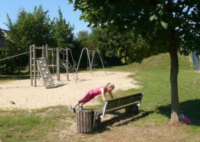 Spielplatz-Fitness_Liegestuetz1